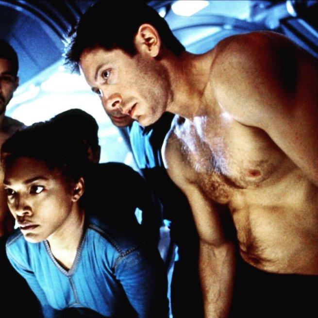 Angela Bassett and James Spader in Supernova
